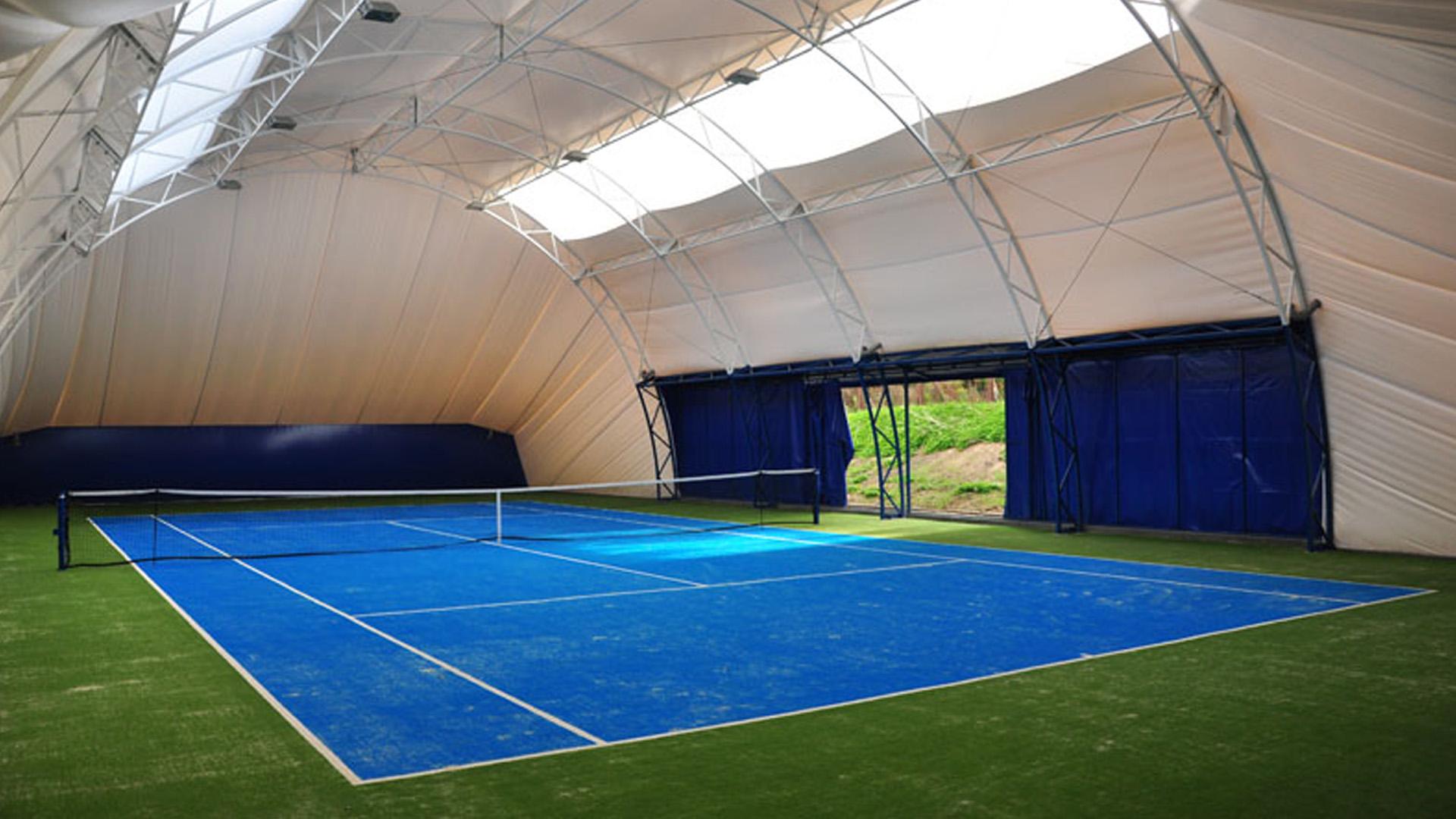 Tenis ziemny kryty i zamknięty